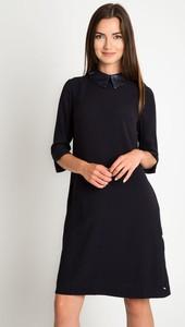 Granatowa sukienka QUIOSQUE mini z długim rękawem w stylu casual