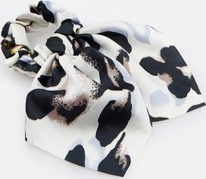 Mohito - Wzorzysta gumka do włosów - Biały