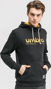 Czarna bluza Umbro w młodzieżowym stylu