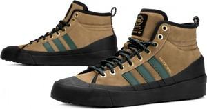4906626fc1255 Brązowe buty zimowe Adidas w sportowym stylu sznurowane