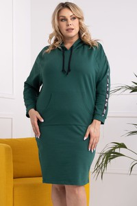 Zielona sukienka KARKO z dekoltem w kształcie litery v dla puszystych
