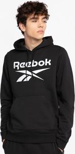 Czarna bluza Reebok w młodzieżowym stylu
