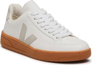 Buty sportowe Veja sznurowane z płaską podeszwą