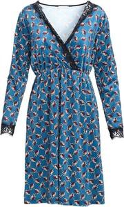 Sukienka Multu z długim rękawem z dekoltem w kształcie litery v