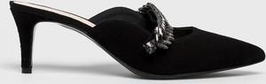 Czarne klapki Gino Rossi ze skóry w stylu klasycznym