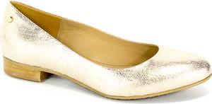 Złote czółenka Euro Moda z okrągłym noskiem na niskim obcasie