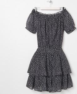 Czarna sukienka Sinsay z odkrytymi ramionami mini z krótkim rękawem