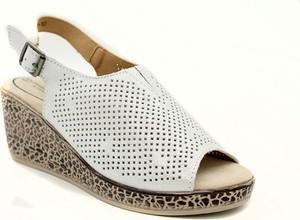 Srebrne sandały T. Sokolski z klamrami w stylu casual