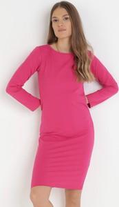 Różowa sukienka born2be mini dopasowana z okrągłym dekoltem