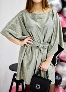 Zielona sukienka Fason z długim rękawem