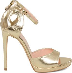 Złote sandały Gassu ze skóry w stylu klasycznym na platformie