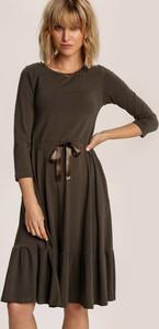 Zielona sukienka Renee z długim rękawem midi w stylu casual