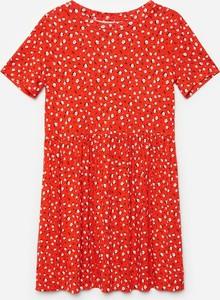 Czerwona sukienka Cropp w stylu casual z okrągłym dekoltem z krótkim rękawem