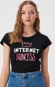 Czarny t-shirt Sinsay w młodzieżowym stylu