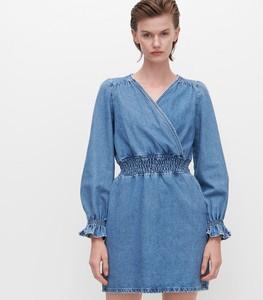 Niebieska sukienka Reserved z jeansu z dekoltem w kształcie litery v z długim rękawem