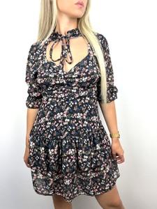 Sukienka Juni z dekoltem typu choker z długim rękawem w stylu casual