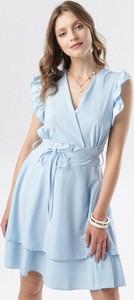 Sukienka born2be w stylu casual z dekoltem w kształcie litery v bez rękawów
