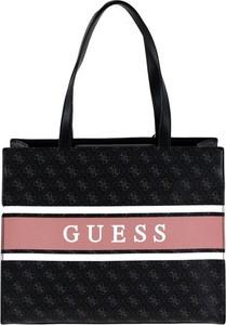 Czarna torebka Guess duża w młodzieżowym stylu