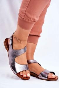 Srebrne sandały Laura Messi z klamrami ze skóry