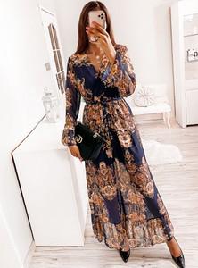 Sukienka Pakuten z dekoltem w kształcie litery v z długim rękawem maxi