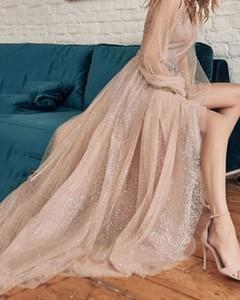 Sukienka Kendallme z dekoltem w kształcie litery v z tiulu