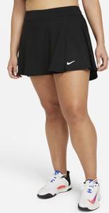 Czarna bluzka Nike w sportowym stylu z okrągłym dekoltem