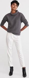 Bluzka Reserved z dzianiny z golfem w stylu casual