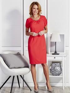 Czerwona sukienka Sheandher.pl midi z okrągłym dekoltem z krótkim rękawem
