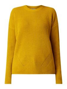 Żółty sweter Pieces z bawełny