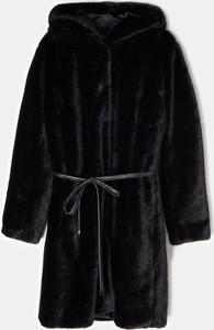 Czarny płaszcz Mohito