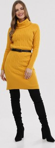 Żółta sukienka born2be z długim rękawem z golfem