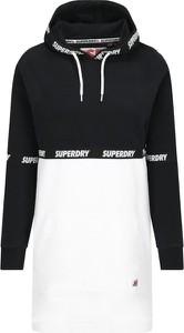 Sukienka Superdry z dekoltem w kształcie litery v w stylu casual sportowa