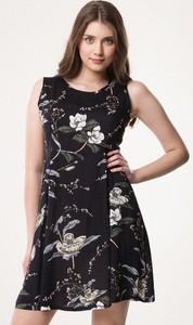 Czarna sukienka born2be mini bez rękawów z okrągłym dekoltem