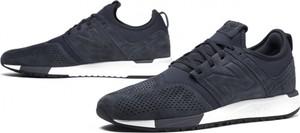Niebieskie buty sportowe New Balance sznurowane w sportowym stylu