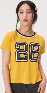 Żółty t-shirt Sinsay w młodzieżowym stylu