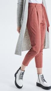 Różowe spodnie Cropp