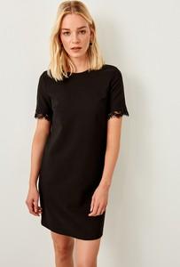 Sukienka Trendyol z krótkim rękawem mini z okrągłym dekoltem