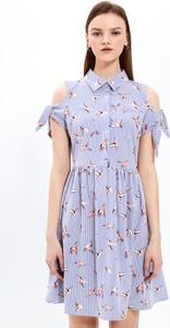 Niebieska sukienka Gate mini koszulowa w stylu casual
