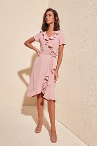 Różowa sukienka Trendyol midi z krótkim rękawem