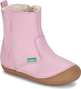 Różowe buty zimowe Kickers na zamek
