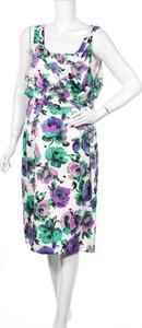 Sukienka Gina Bacconi z dekoltem w kształcie litery v midi