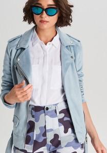 Niebieska kurtka Cropp z zamszu