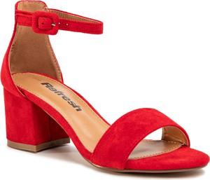 Sandały Refresh z klamrami na średnim obcasie