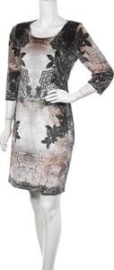 Sukienka Batida prosta w stylu casual z okrągłym dekoltem