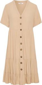 Sukienka Pieces z krótkim rękawem z dekoltem w kształcie litery v szmizjerka