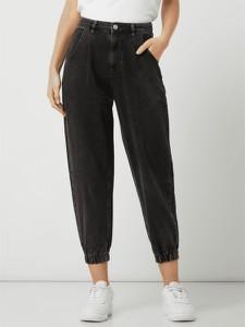 Czarne jeansy Review z bawełny w street stylu