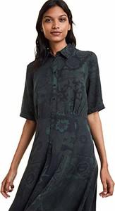 Sukienka amazon.de z długim rękawem z kołnierzykiem