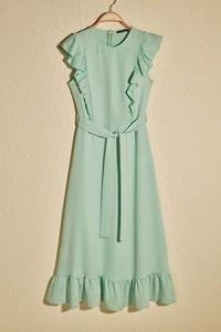Sukienka Trendyol rozkloszowana midi bez rękawów