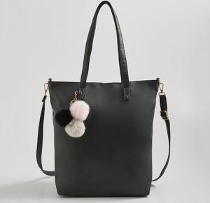 Czarna torebka Sinsay matowa na ramię duża