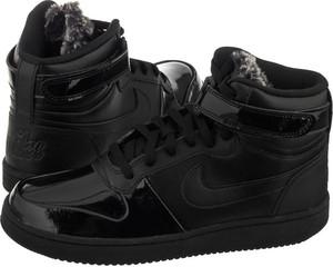 Czarne trampki Nike ze skóry sznurowane w sportowym stylu